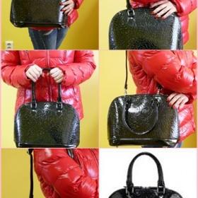 Černá lesklá kabelka s přídavným popruhem - foto č. 1