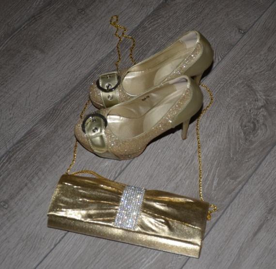 6dfc145b806 Zlaté lodičky - Bazar Omlazení.cz