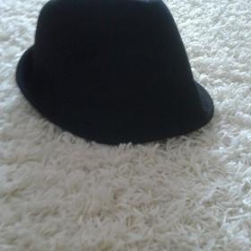 Černý klobouk - foto č. 1