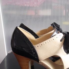 Černo - béžové (nude) botičky Graceland - foto č. 1