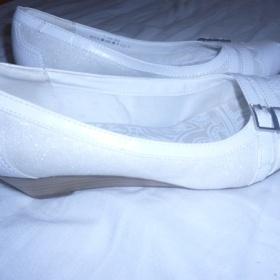 Bílé baleríny na podpatku - Deichmann - foto č. 1