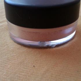 Minerální makeup E.l.f. odstín Fair - foto č. 1