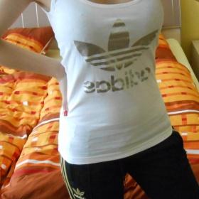 Bílé tílko se stříbrným znakem Adidas - foto č. 1