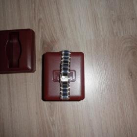N�ramkov� hodinky s origin�l  krabi�kou - foto �. 1