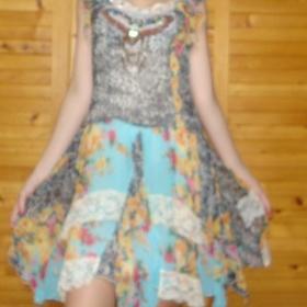 Extravagantní šaty zn. Jannis - foto č. 1
