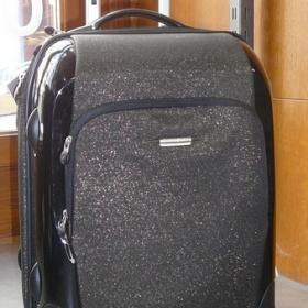 T�pytiv�, glitrovan� kufr na kole�k�ch - foto �. 1