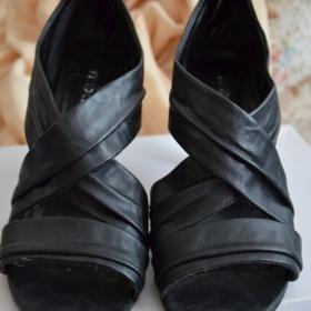 Černé sandálky - Mixer - foto č. 1