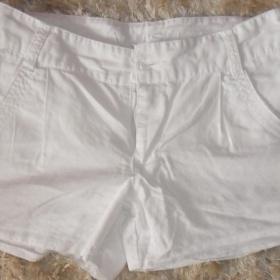 Bílé šortky Amisu - foto č. 1