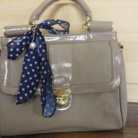 Béžová/nude kabelka do ruky s puntíkatým šátkem London - foto č. 1