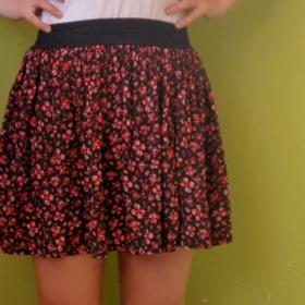 Květovaná sukně s gumou v pase - foto č. 1