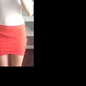 Červená asymetrická sukně Bershka - foto č. 1