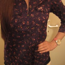 Tmavomodrá kytičkovaná košile Hollister - foto č. 1