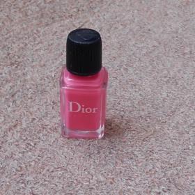 Světle růžový lak na nehty Dior Vernis - foto č. 1