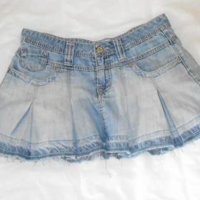 Džínsová lehká sukně se sklady - foto č. 1