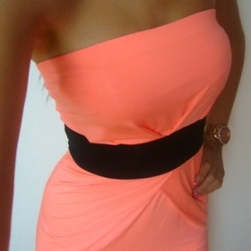 Lososové/korálové šaty bez ramínek - foto č. 1