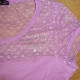 Lila tričko s krajkou a kamínky - foto č. 1
