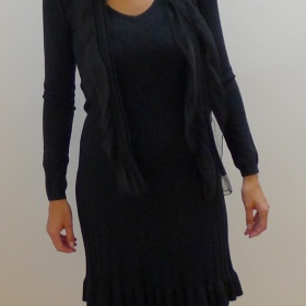 Černé úpletové krátké šaty - foto č. 1