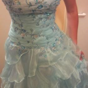 Světlemodré plesové šaty - foto č. 1