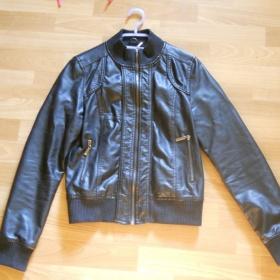 Černá kožená bunda do pasu