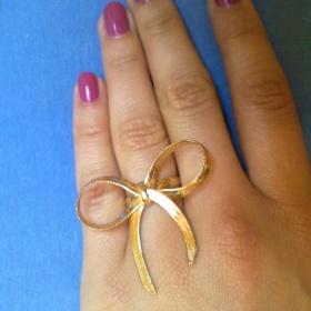 Bi�u zlat� prst�nek s ma�li�kou - foto �. 1