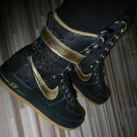 Nike �erno zlat� boty - foto �. 1