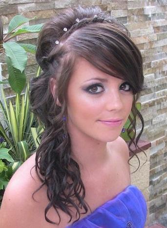 dlouhé vlasy šlapky prsa