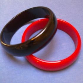 Plastové náramky - červený a černý NY - foto č. 1