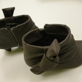 Kotníčkové šedé boty Clara Barson - foto č. 1