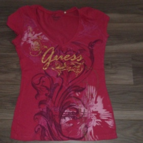 Dámské ružové triko Guess - foto č. 1