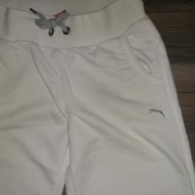 Bílé tepláky Puma s šedým znakem - foto č. 1