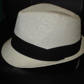 Bílo - černý klobouk New Yorker - foto č. 1