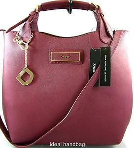 Jinak, teď se mi moc líbí i kabelky od DKNY Saffiano