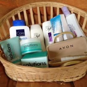 Velký balíček kosmetiky na tělo, Avon - foto č. 1