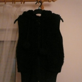 Chlupatá vesta Fishbone s bambulkama - foto č. 1