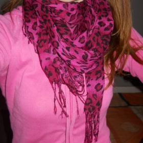 Leopardí růžový šátek - foto č. 1