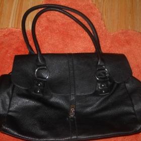 Černá kabelka se stříbrnými detaily - foto č. 1