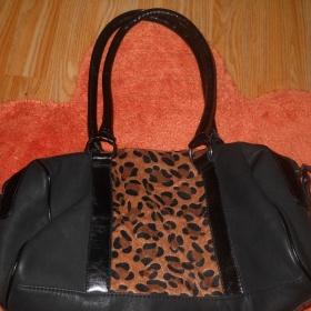 Černá kabelka s tygřím vzorem - foto č. 1