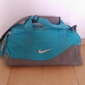 Tyrkysová sportovní taška Nike - foto č. 1