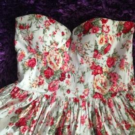 Květované korzetové šaty Gate - foto č. 1