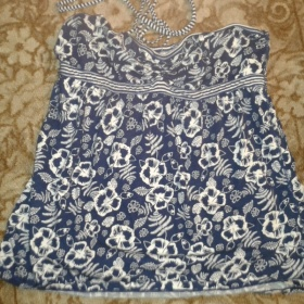 Modrý top s bílým vzorem - foto č. 1
