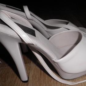 Bílé sandálky Pleaser - foto č. 1