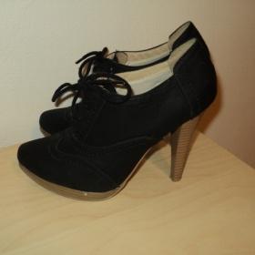 Černé boty na podpatku Deichmann - foto č. 1