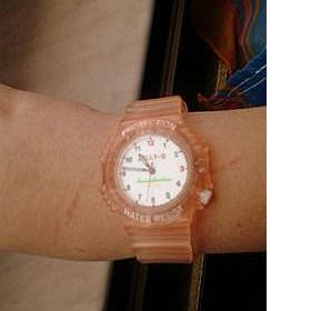 Průhledné meruňkové hodinky - foto č. 1