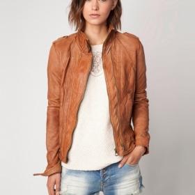 Béžová kožená bunda Bershka - foto č. 1