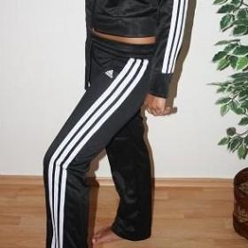 Černé tepláky Adidas - foto č. 1