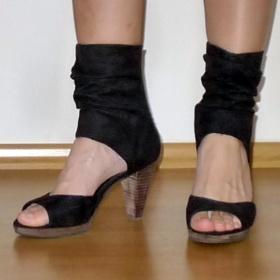 Černé kožené boty Tamaris - foto č. 1