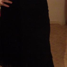 Černé asymetrické šaty na ramínka Pimkie - foto č. 1