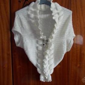 Bílý svetr s aplikací neznačkový - foto č. 1