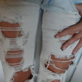 Světlé trhané džíny Terranova