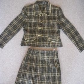 Bézový kostýmek šitý na zakázku neznačková - foto č. 1